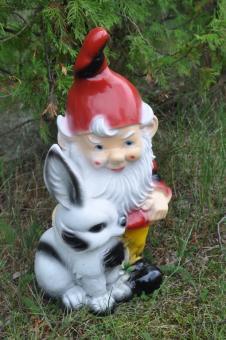 Gartenzwerg mit Hase