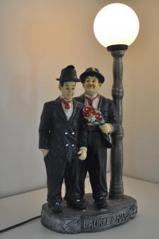 STAN LAUREL UND OLIVER HARDY mit Lampe