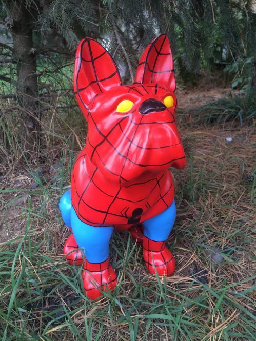 Bulldogge-Spiderman-KUNSTBEMALUNG-Designer-Deko-Figur